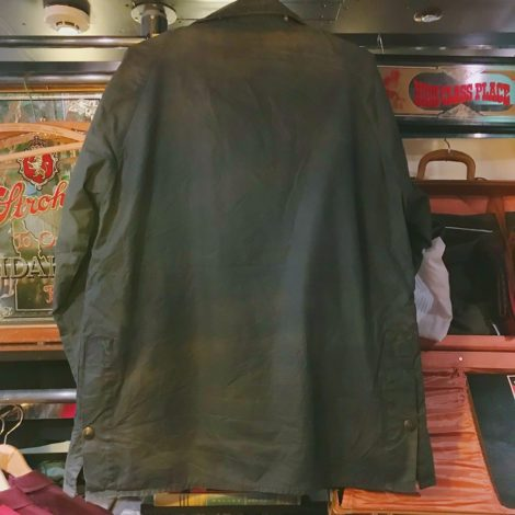 e6391762966f 英国王室御用達としても有名なBarbour。型は中でも一番人気のBEDALEです。褪せたネイビーカラーがVintageらしい風合いになっています。